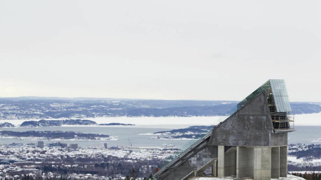 (U)NORMAL VM-BAKKE: Midtstubakken er flott og utsikten er enda bedre. Men gutta skal ikke hoppe om medaljer i små bakker.  Foto: Berit Roald / SCANPIX