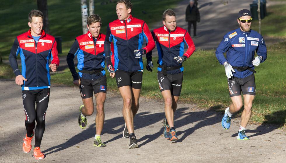 SOGNSVANN: Anders Gløersen, Didrik Tønseth, Niklas Dyrhaug, Sjur Røthe og Martin Johnsrud Sundby under en treningsøkt mandag. Foto: Terje Bendiksby / NTB Scanpix