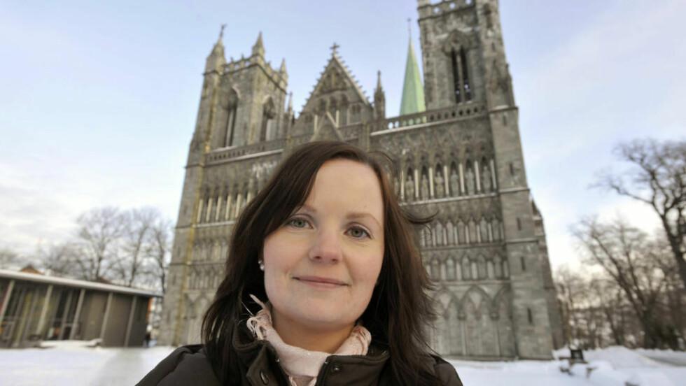 GOD DEBUT: Bente René Linmo (28) er fra Trondheim, og har blant annet studert Nidarosdomens historie og kultur. Det drar hun nytte av når hun debuterer som forfatter med «Vidina», første bok i en ny fantasyserie. Foto: NED ALLEY