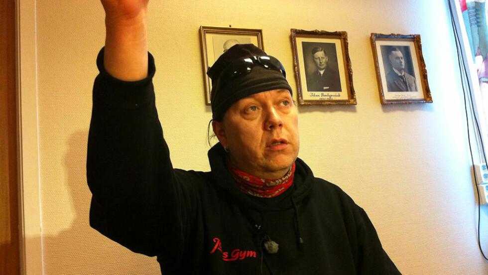 <strong>SNAKKET UT I DAG:</strong> «Tommen» Hermo, far til Andreas Jensen Hermo, møtte pressen i dag. Han var selv med på redningsaksjonen der sønnen og åtte ungdommer på scootertur ble møtt av en enorm vinterstorm. MMS-foto: Jacques Hvistendahl/Dagbladet