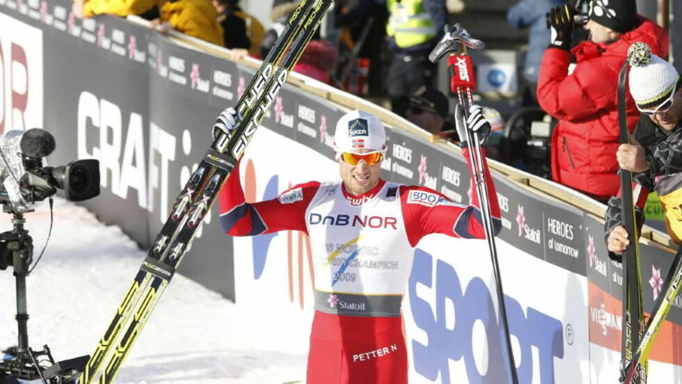 KONGEN: Petter Northug var overlegen på innspurten av 50 kilometeren. Foto: EIRIK H. URKE