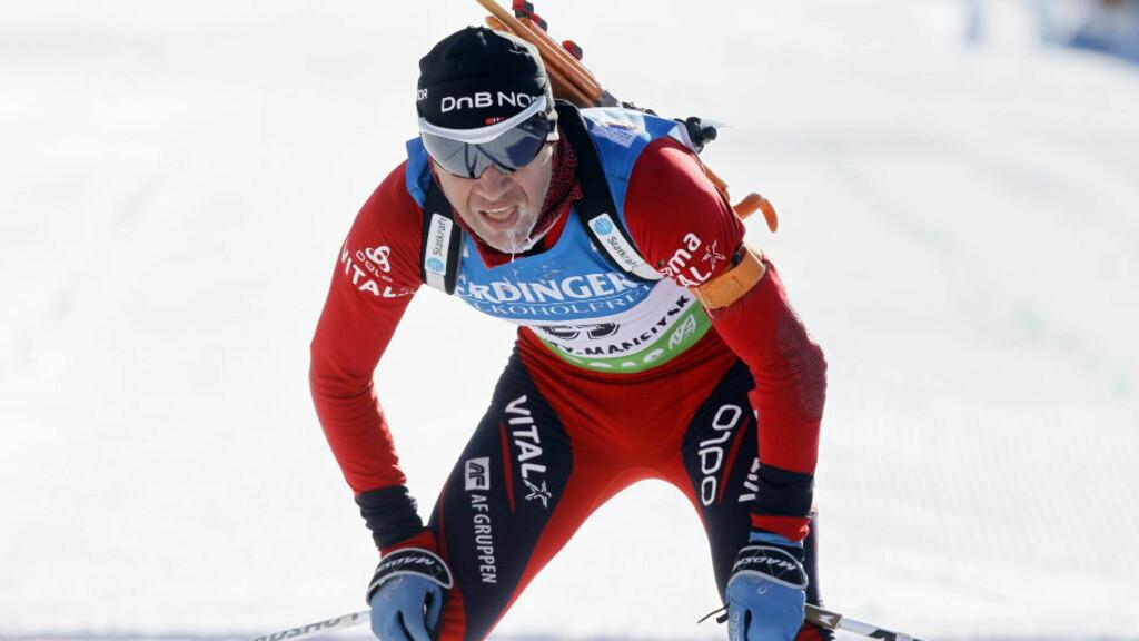 BA OM FRIDAG: Ole Einar Bjørndalen var dårligst av de norske med en 22. plass under lørdagens VM-sprint i skiskyting i Kanthy-Mansijsk i Sibir i Russland. Foto: Heiko Junge / Scanpix
