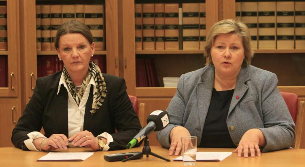 JA: Saksordfører Ingjerd Schoug og partileder Erna Solberg i Høyre kunngjorde at de går inn for DLD i kveld. Foto: Terje Bendiksby / Scanpix