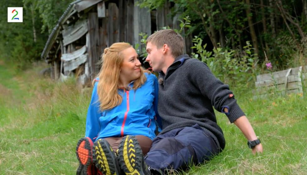 GLEMTE KAMERAENE: Både Thea Juliussen og Martin Vågsæter sier til Dagbladet at de glemte at de ble filmet da de delte sitt første kyss. Foto: TV 2