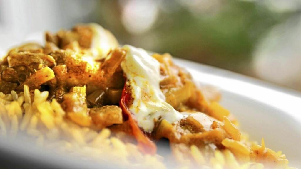 BYRIANI: Det trenger ikke bli dårlig mat selv om du skal leve billig. Dette er en av de store, klassiske rettene fra India. Foto: Erik Hannemann