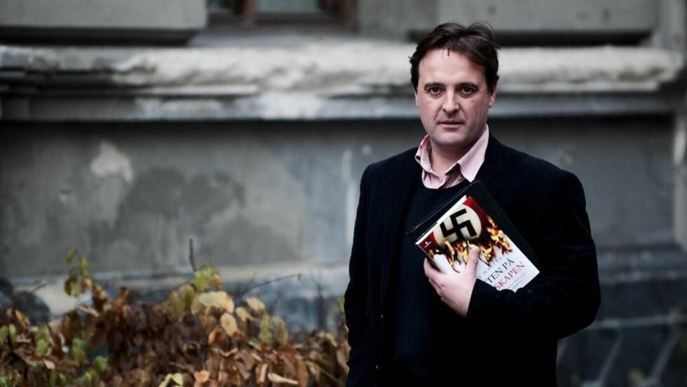 AVSLØRENDE: Historikeren og journalisten Guy Walters har skrevet en veldokumentert thriller om jakten på stornazistene.  Foto: Øistein Norum Monsen/DAGBLADET.