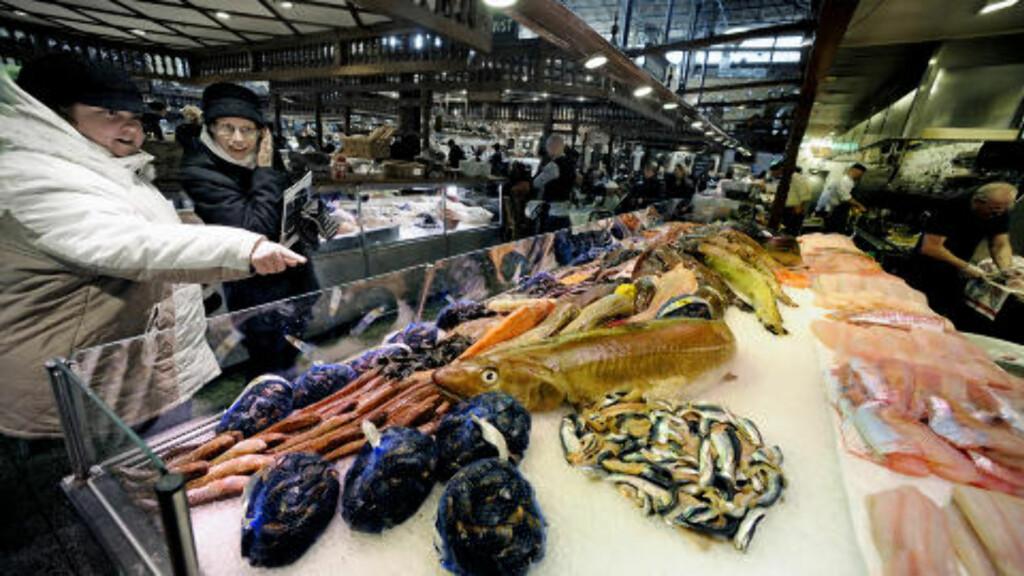 FERSK FISK:  I Östermalms Saluhall får kundene den ferskeste fisken.  Foto: John Terje Pedersen/Dagbladet