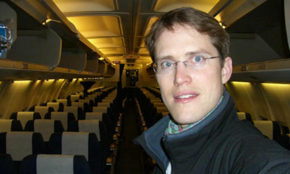 GIFTSTIPENDIAT: Kasper Solbu ved Stami har undersøkt hvilke giftstoffer som kan oppstå i kabin og cockpit ved oljelekkasje i flyets motor. Foto: Stami