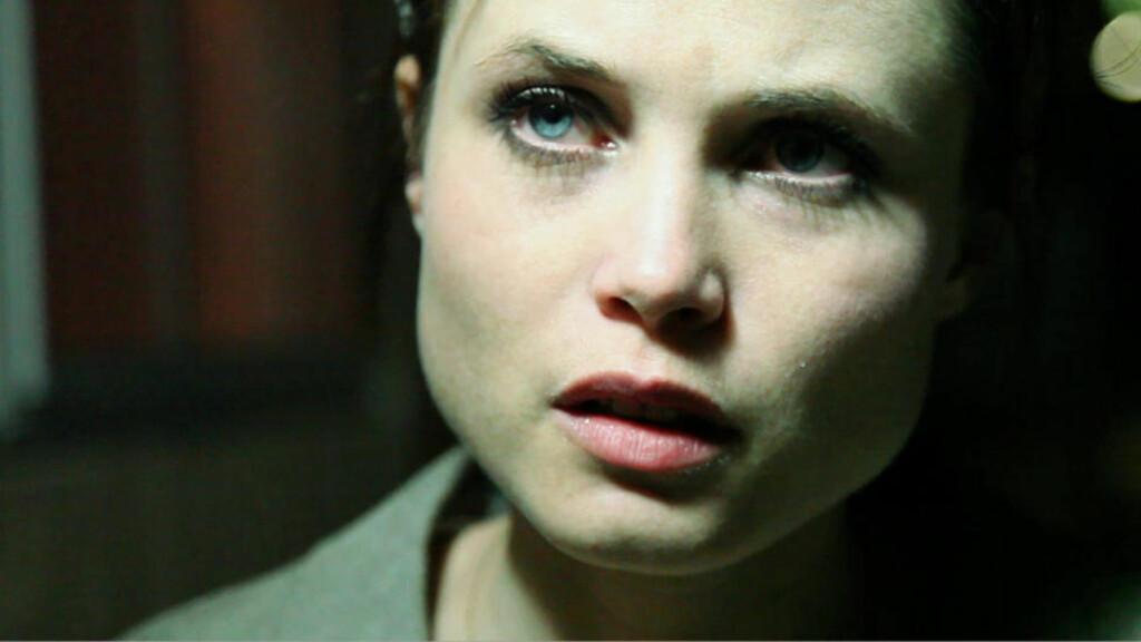 NAIV OG I NØD: Gitte Witt spiller Skye som kastes på dør av en heller usympatisk kjæreste i «Exteriors».