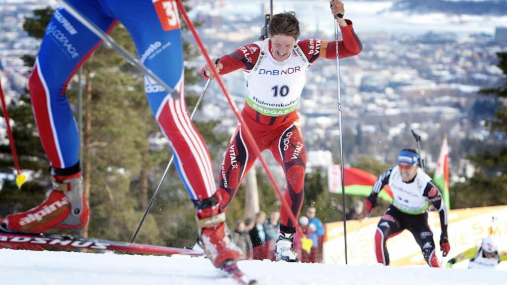 SLET MED SMERTER: Det sto dårlig til med Lars Bergers kne denne sesongen. Nå er skiskytteren operert. Foto: Linn Cathrin Olsen / SCANPIX