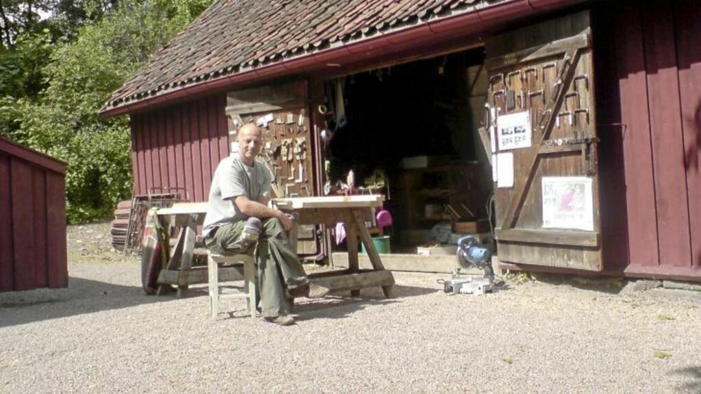 ILDSJEL: Sven Erik Løchen foran butikken Gamletrehus.com på Sagene. FOTO: Sturla Bakken