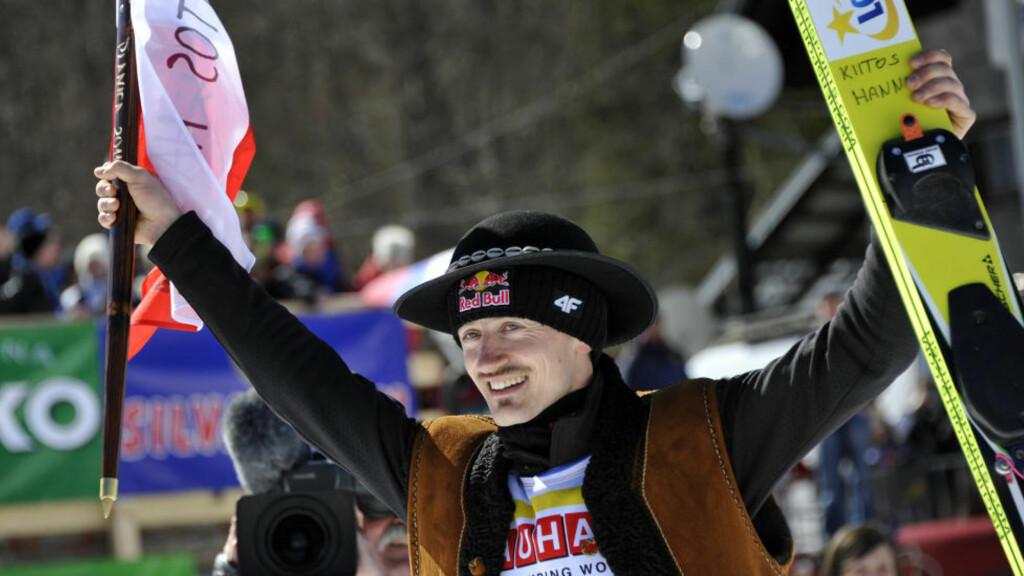 BLIR HYLLET: En av tidenes beste skihoppere vil bli hyllet av titusenvis når Adam Malysz (33) inviterer til sin siste hoppfest på hjemmebane lørdag. Foto: Reuters / Srdjan Zivulovic / Scanpix