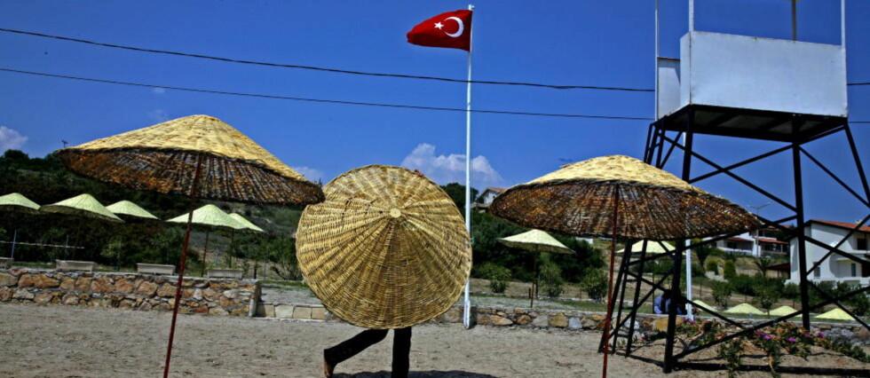 HET SOMMER: Det er alltid en plass i solen i Tyrkia. Det trengs når horder av nordmenn inntar middelhavsstrendene kommende sommer. Alle foto: Eivind Pedersen