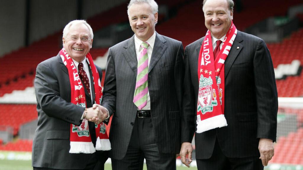 ANGRER IKKE: Rick Parry (i midten) var ansvarlig for at Liverpool ble solgt til amerikanerne. Foto: REUTERS/Phil Noble/Files       (BRITAIN)