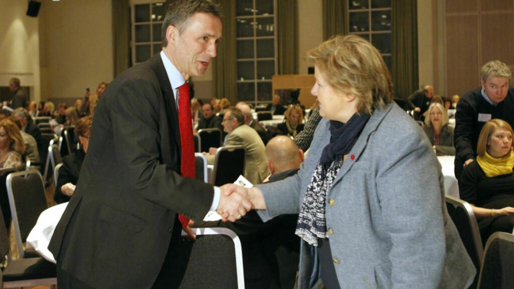 ENIGHET:. Statsminister Jens Stoltenberg og formann i høyre Erna Solberg skal være enige om at lagringstiden blir satt til et halvår. Foto: Berit Roald / Scanpix