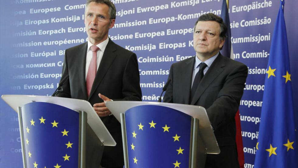 FLINKEST I KLASSEN: Her møter statsminister Jens Stoltenberg med EU-kommisjonens president Jose Manuel Barroso. Foto: Thierry Roge/REUTERS