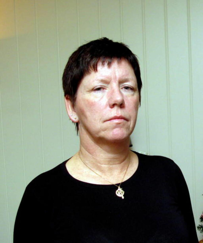 MISTET DATTEREN: Inger-Lise Johannessen er mor til Therese Johannessen som forsvant fra bydelen Fjell i Drammen i juli 1988.  Trass datidens største politietterforskning, er hun aldri blitt funnet.  Bilde av Therese på veggen i bakgrunnen.   Foto:  Espen Sandli / Dagbladet
