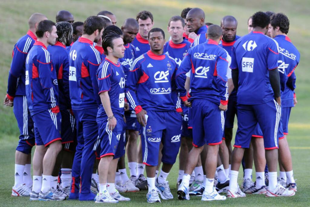 UPOPULÆRE: Det franske laget gikk til treningsnekt under VM i fjor. Patrice Evra (midten) og Franck Ribery ble sett på som pådriverne bak skandalen. Foto: AFP / SCANPIX