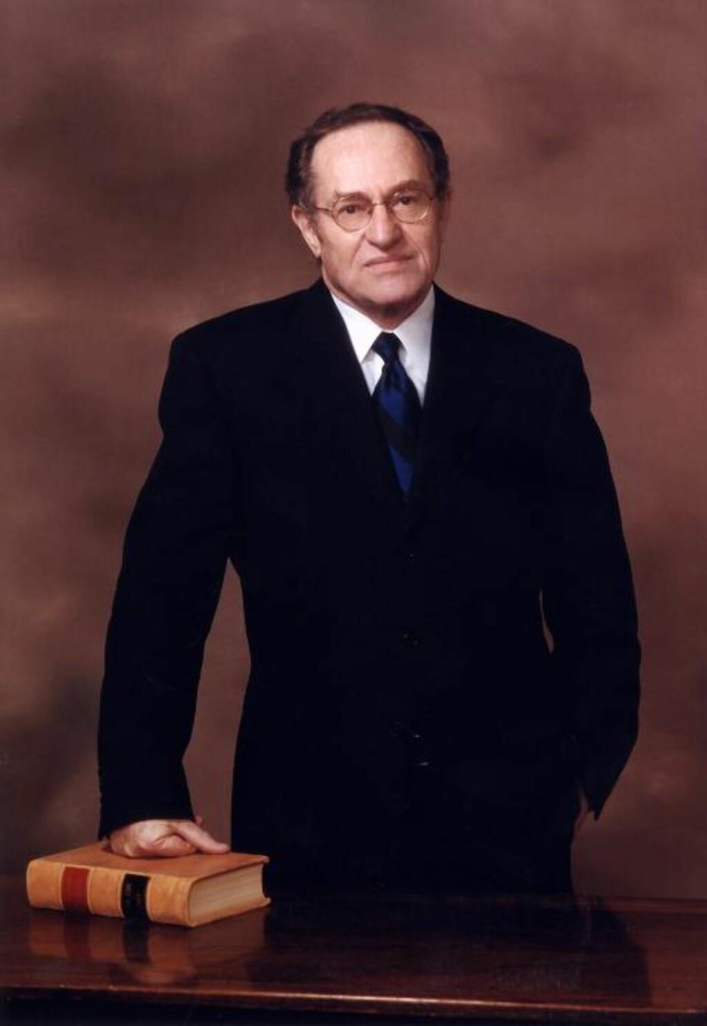 BARE SKJEDD EN GANG FØR - Det er to land i verden som har nektet å åpne universitetsdørene for meg. Det ene var Sør-Afrika da jeg forsvarte Nelson Mandela. Det andre er Norge, som følge av at jeg kan tilby et annet syn på Israel enn det som er reglene, sier den anerkjente advokaten, forfatteren og jusprofessoren, Alan Dershowitz.
