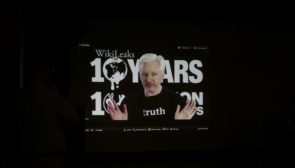 VIA VIDEO: WikiLeaks-grunnlegger talte via video. Foto: AP Photo/Markus Schreiber