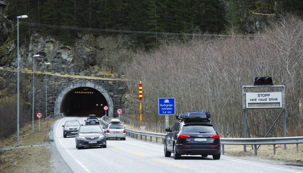 BLE STENGT: Den 11 kilometer lange Tunnelen i Gudvangen ble stengt etter at to biler med fire personer var involvert i en ulykke tirsdag ettermiddag. Arkivfoto: Marit Hommedal, NTB Scanpix.