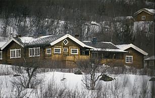 HOFFET BETALER VAKTMESTER: Slottet bekrefter at de betaler for en innleid vaktmester på kong Haralds private hytte i Sikkilsdalen. Slik er det også på andre private eiendommer. FOTO: NTB SCANPIX