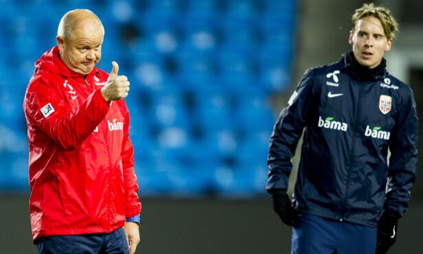 THE SPECIAL ONE: Stefan Johansen (til høyre) er den mest betrodde spilleren til landslagstrener Per-Mathias Høgmo. Spørsmålet er hva som skjer på lørdag. Foto: Vegard Wivestad Grøtt / NTB scanpix