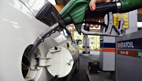 MONNER LITE: Diskusjonen om en halv til en krones økning i drivstoffavgiftene er ganske lite relevant, mener Framtiden i våre hender.
