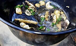 ENKELT: Stek soppen i rause mengder olivenolje eller smør, med litt hvitløk, persille, salt og pepper.