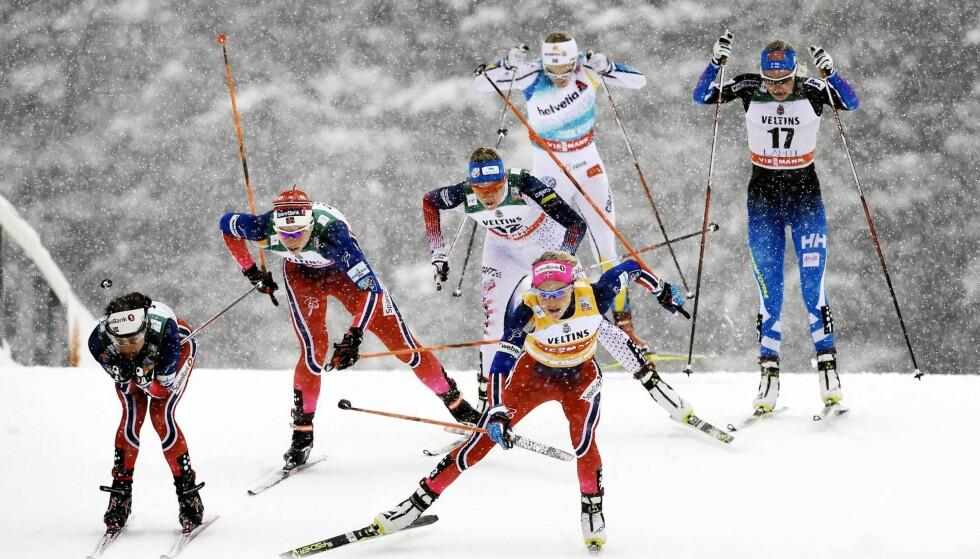 ØKT BEINSTYRKE: Therese Johaug (i midten, nærmest) har hatt framgang i sprint, men mangler fortsatt pallplassen. Her fra VM-løypa i Lahti i februar 2016, hvor hun ble nummer sju totalt.