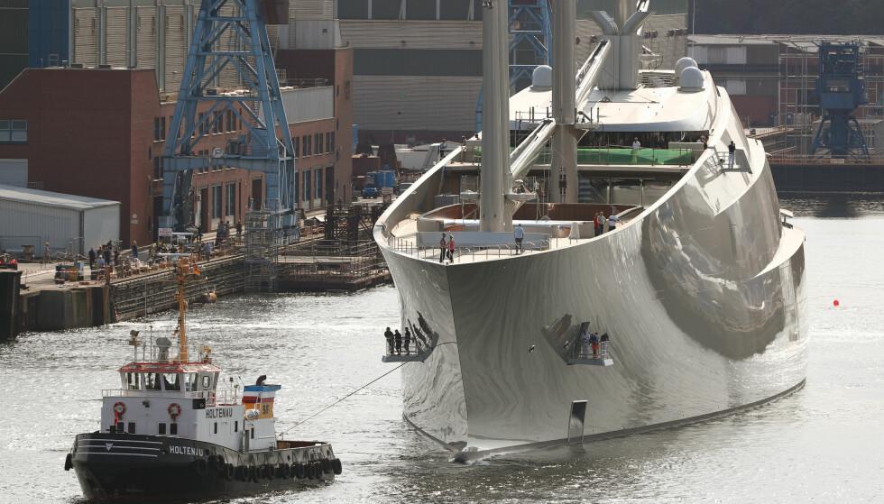 KREVER ET MANNSKAP PÅ 54: Det er ikke småtterier som skal holdes styr på når «Sailing Yacht A» skal ut på tur. Foto: NTB Scanpix