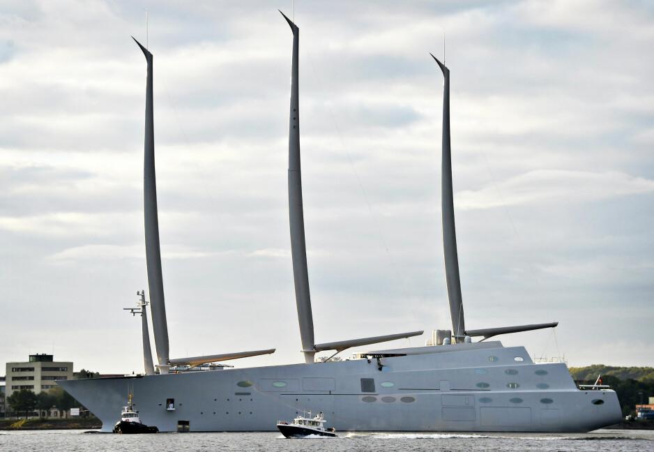SUPER-SEILER: Denne seilbåten, som den russiske oligarken Andrej Igorevich Melnichenko har investert rundt fire milliarder kroner i, er 143 meter lang og full av luksus og moderne teknolgi. Skuta bygges i disse dager ferdig i Kiel i Tyskland. Foto: EPA /NYB Scanpix