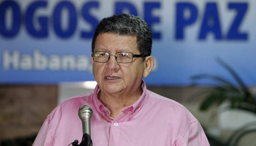 STOR NYHET: FARC-toppen Jorge Torres Victoria mener fredsprisen er en stor nyhet.Foto: EPA/ERNESTO MASTRASCUSA