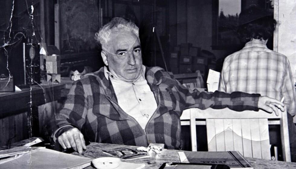 """HJEMME PÅ GÅRDEN: Wilhelm Reich på gården """"Orgonon"""" i Maine i USA. Her  jobbet han med oppfinnelser som orgonbokser og cloudbustere. Foto: AP Photo/Courtesy of Reich family"""