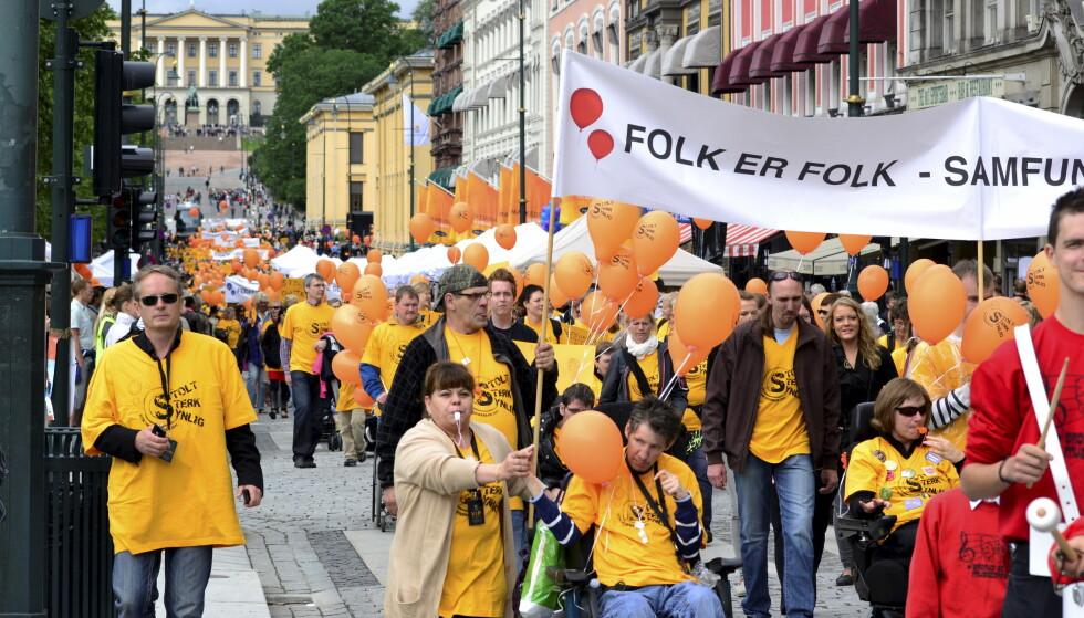 MOTVERGE: Spesielt har funksjonshemmede fått erfare Norges motstand mot å innrømme oss reelle rettigheter på linje med andre borgere, skriver kronikkforfatteren. Bildet er fra Stolthetsparaden i 2011. Foto: Per Løchen / NTB scanpix.