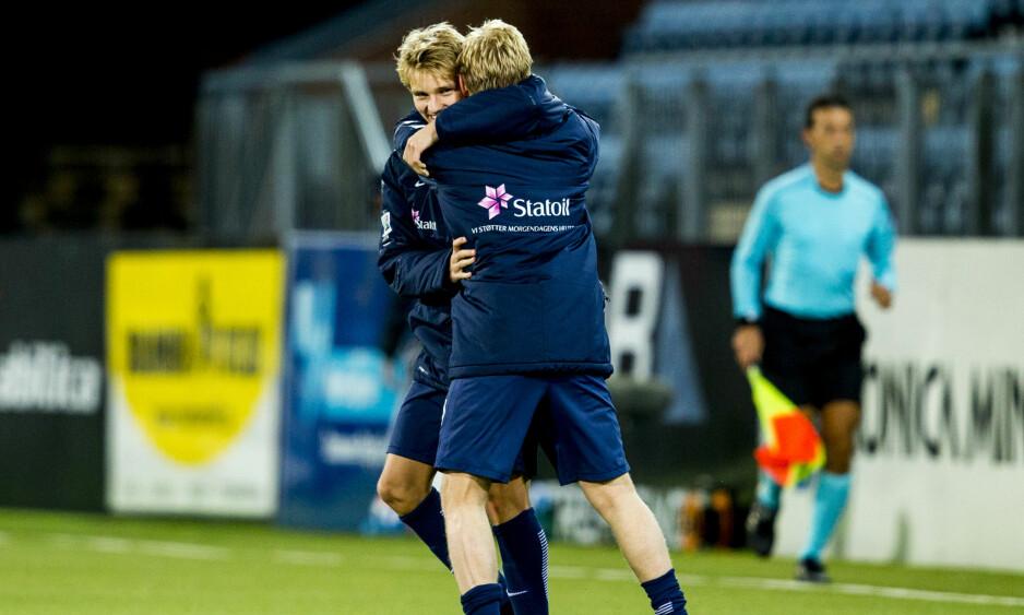 SAMSPILL: Martin Ødegaard og Mats Møller Dæhli er Norges to mest omtalte fotballtalenter og jublet sammen for den viktige 2-1-seieren over Sveits. Foto: Vegard Wivestad Grøtt / NTB scanpix