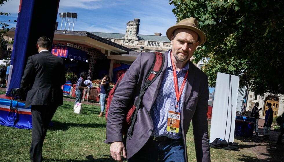 MENER CLINTON ER HELDIG: Politico-reporter Glenn Thrush er i St. Louis for å følge presidentdebatten. Foto: Øistein Norum Monsen