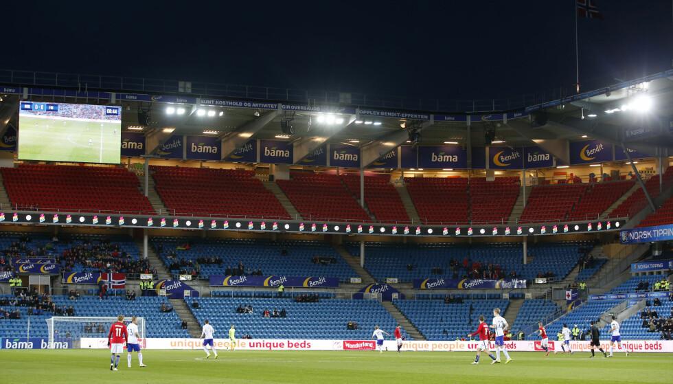 MYE LEDIG: Skal du på landskampen mot San Marino? Da får du god plass. Dette bildet ble tatt under kampen mot Finland i mars. Foto: Terje Bendiksby / NTB scanpix