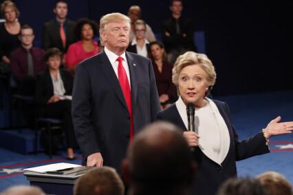 OPPHETET DEBATT:  Republikanernes presidentkandidat Donald Trump tok til orde for å starte ny etterforskning av sin motkandidat Hillary Clintons epostskandale, i det som var en svært opphetet debatt i natt, norsk tid. Foto: ScanpixNTB