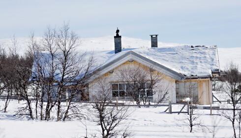 VINTERLYKKE: Kronprinsparets hytte i Uvdal ligger med strålende utsikt mot Hardangervidda og nærhet til oppkjørte skiløyper. Området er inngjerdet og kameraovervåket.  Foto: Anita Arntzen / Dagbladet