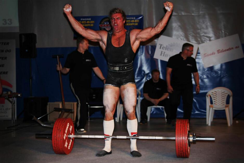 BANNET: André Midtby fra Lillehammer løftet egentlig nok til å vinne NM-gull i styrkeløft i helga. Men banning ødela alt. Midtby ble disket. Foto: Stian Jensen