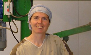 SENDER MYE: Pascale driver et postordrefirma. Dermed står hun for forsyninger til flere ysterier. Foto: Privat