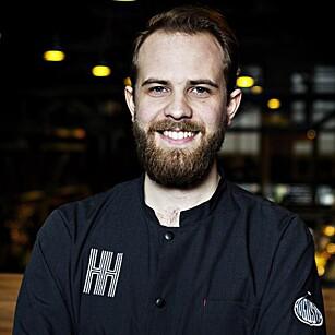 MATEKSPERT: Jan Robin Ektvedt (28) er kjøkkensjef på Hitchhiker i Mathallen i Oslo. Han har jobbet på Noma i København og Fat Duck i Berkshire, England, og gitt ut kokeboka «Gatemat». Foto: NINA HANSEN
