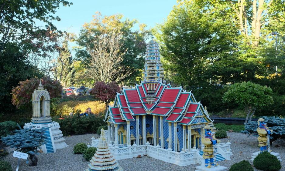 UNDERVERK: Med en liten plastikkloss som utgangspunkt er Wat Phra Keo-templet gjenskapt i Legoland.