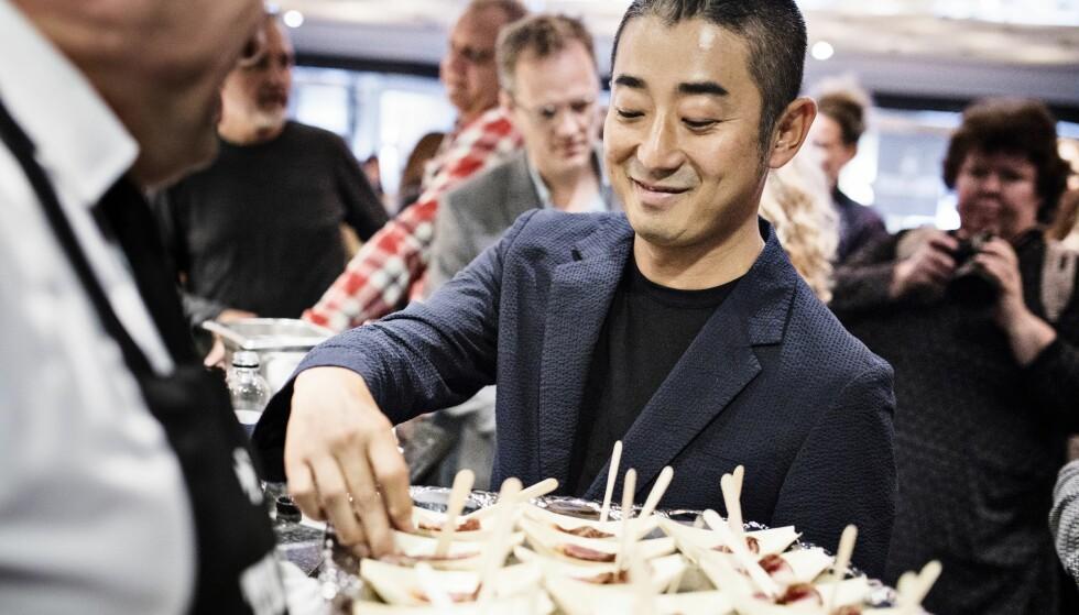 Den japanske kobekjøtt-distributøren Hisato Hamada smaker på en dansk tørrmodnet entrecôte ved kåringen av Årets Biff.