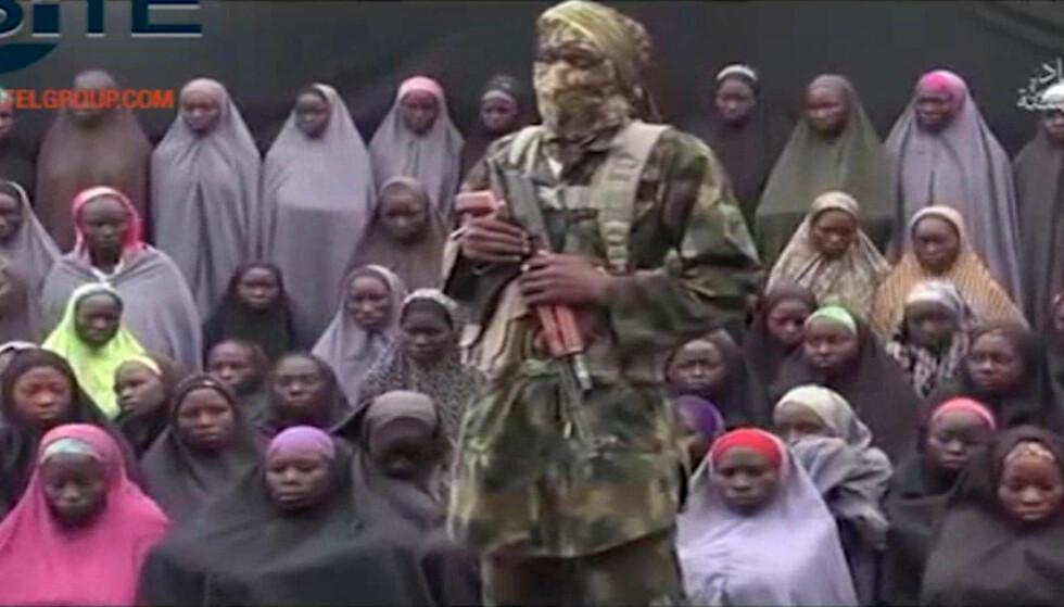 SLUPPET FRI: 21 av jentene som ble kidnappet av Boko Haram i april 2014 har i dag blitt sluppet fri, ifølge nigerianske myndigheter. 200 jenter er fremdeles i fangenskap. Foto: Ap / Scanpix