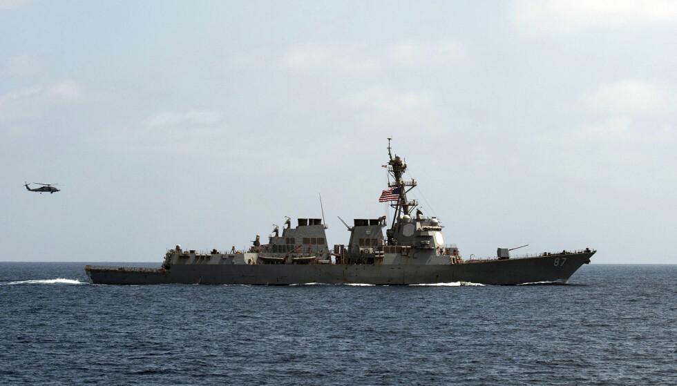 ANGREPET: Det amerikanske marineskipet USS Mason har to ganger blitt angrepet fra Jemens kyst. Denne uka bombet derfor amerikanerne mål i Jemen. Foto: U.S. Navy / Ap / Scanpix