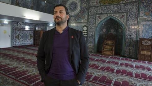 SAMARBEID: Mahtab Afsar som er generalsekretær i Islamsk Råd Norge setter pris på samarbeidet med politiet. Her er Afsar i Central Jam-E-Mosque World Islamic Mission Norway som ligger på Tøyen i Oslo.  Foto: Øistein Norum Monsen / Dagbladet