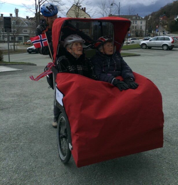 RICKSHAW: Slik ser det ut når de eldre skal ut på tur i vogn. Foto: Sykling uten alder