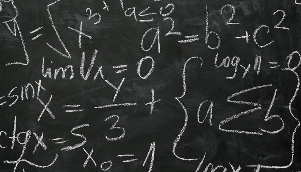 SKRIFTEN PÅ TAVLA: I Norge dreier veldig mye seg om å finne snarveier for å bli god i matematikk – å finne en kvikkfiks, skriver lektor Karl-Eirik Kval.